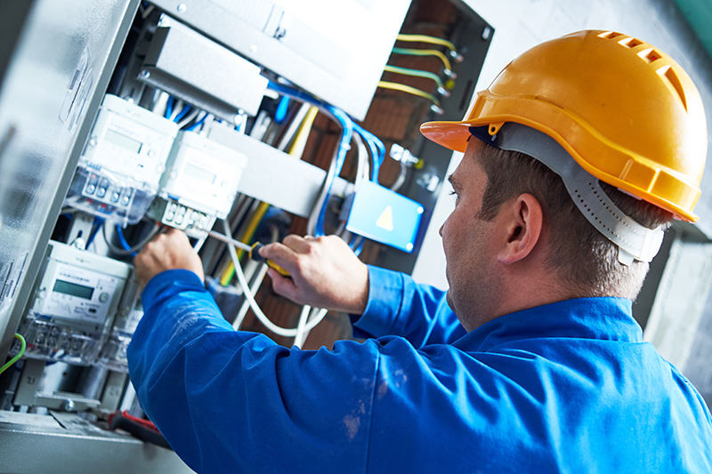 Become An Electrician in Bracknell Berkshire